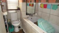 Bathroom 1 - 7 square meters of property in Greenstone Hill