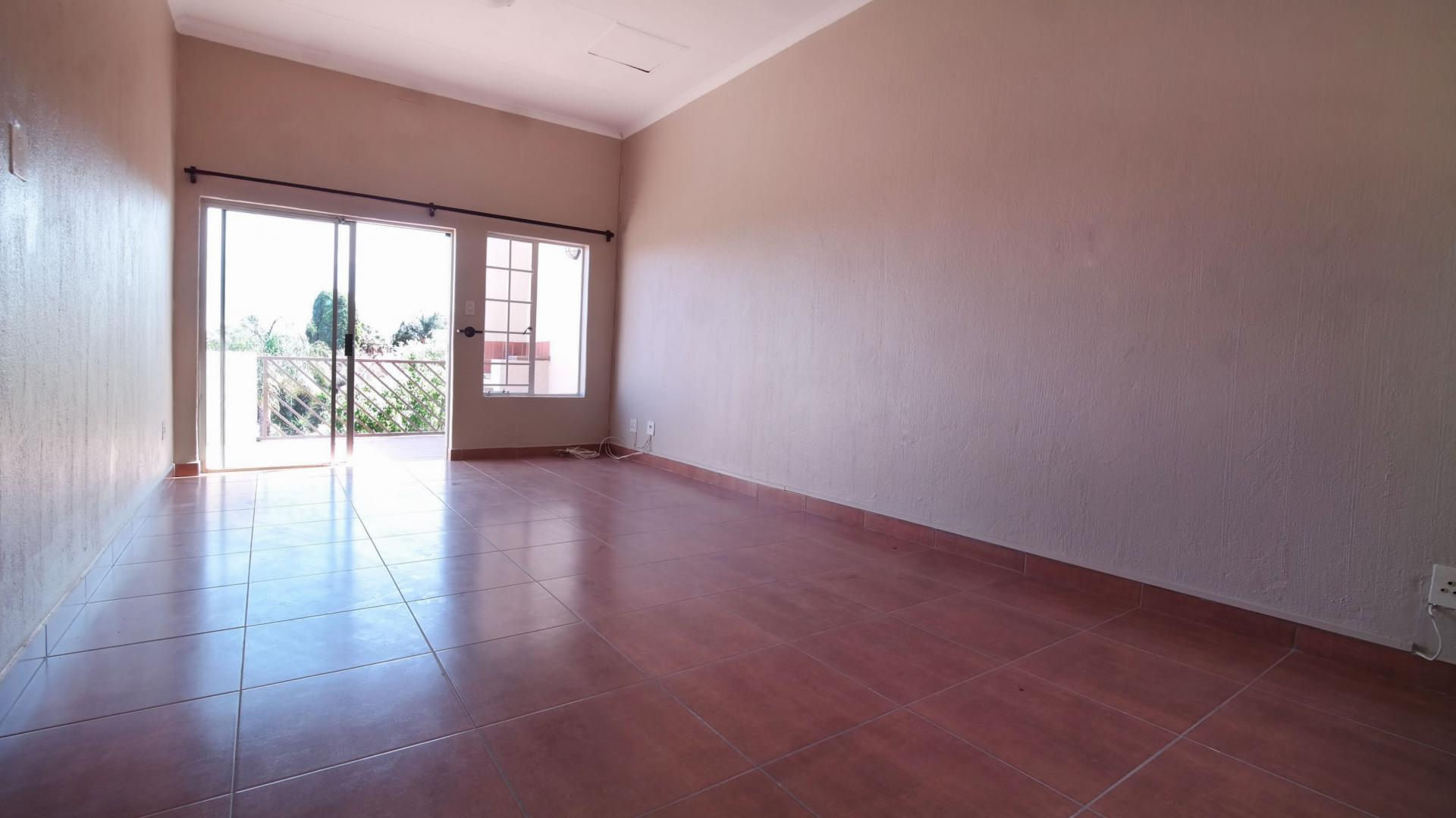 Dining Room - 11 square meters of property in Garsfontein