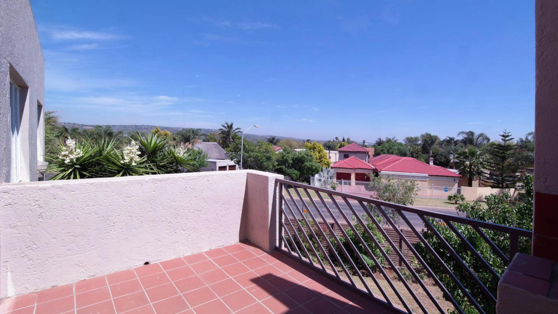 Balcony - 7 square meters of property in Garsfontein