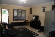 Lounges - 30 square meters of property in Kenville