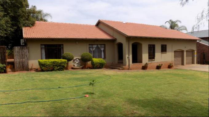 3 Bedroom House for Sale For Sale in Safari Tuine - Private Sale - MR148590