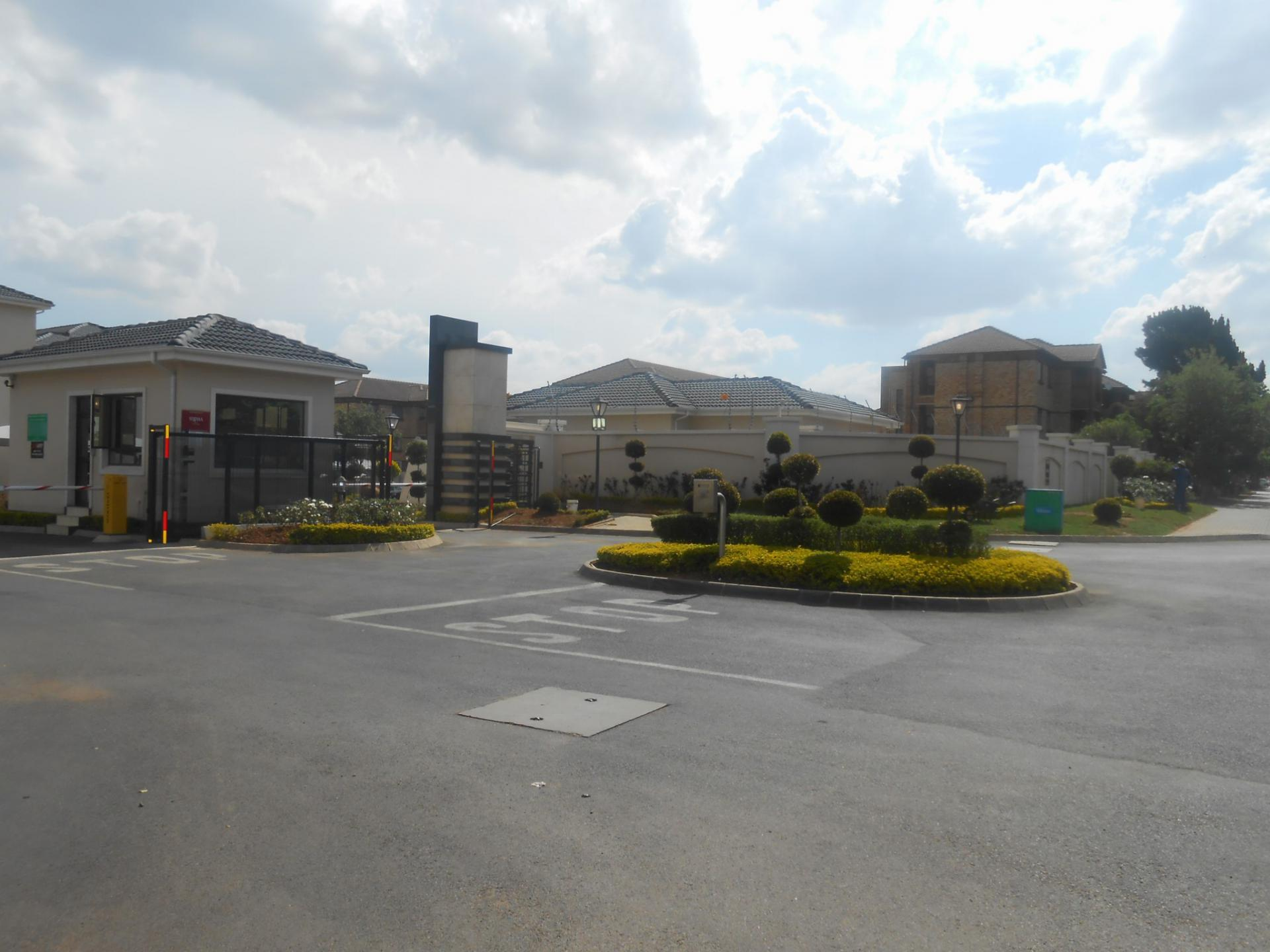 2 Bedroom Apartment for Sale For Sale in Halfway Gardens ...