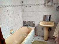 Main Bathroom - 6 square meters of property in Actonville