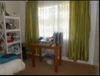 Bed Room 2 - 14 square meters of property in Krugersdorp