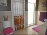 Bathroom 1 - 7 square meters of property in Krugersdorp