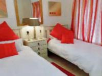 Bed Room 1 - 15 square meters of property in Mossel Bay