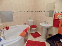 Bathroom 2 - 6 square meters of property in Mossel Bay