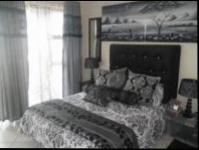 Main Bedroom of property in Amanzimtoti