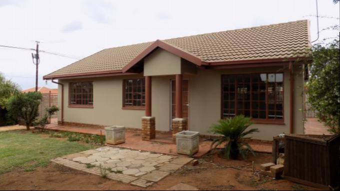 3 Bedroom House for Sale For Sale in Karenpark - Private Sale - MR149373