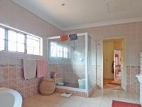 Main Bathroom - 22 square meters of property in Woodhill Golf Estate