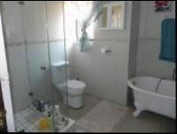 Main Bathroom - 7 square meters of property in Melodie