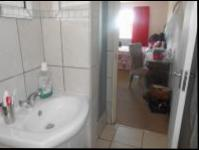 Main Bathroom - 5 square meters of property in Mindalore