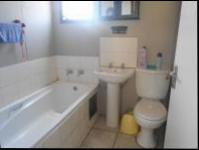 Bathroom 1 - 4 square meters of property in Cosmo City