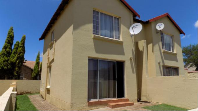 2 Bedroom Cluster for Sale For Sale in Heuwelsig Estate - Home Sell - MR149745