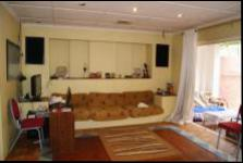 Lounges - 84 square meters of property in Westridge