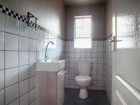 Guest Toilet - 3 square meters of property in Heron Hill Estate