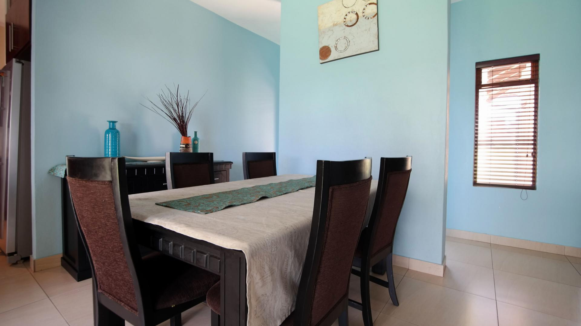 Dining Room - 12 square meters of property in Heron Hill Estate