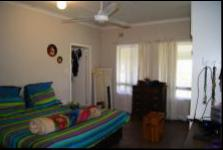 Main Bedroom - 17 square meters of property in Port Edward