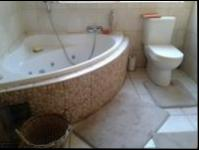Main Bathroom - 13 square meters of property in Henley-on-Klip