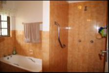 Bathroom 1 - 9 square meters of property in Amanzimtoti