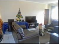 Lounges - 28 square meters of property in Glenmarais (Glen Marais)