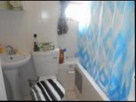 Bathroom 1 - 5 square meters of property in Glenmarais (Glen Marais)