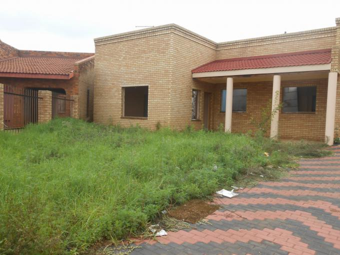 Standard Bank EasySell 6 Bedroom House for Sale For Sale in Lenasia - MR150474