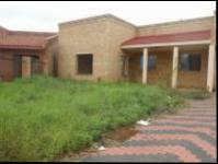 6 Bedroom 4 Bathroom House for Sale for sale in Lenasia