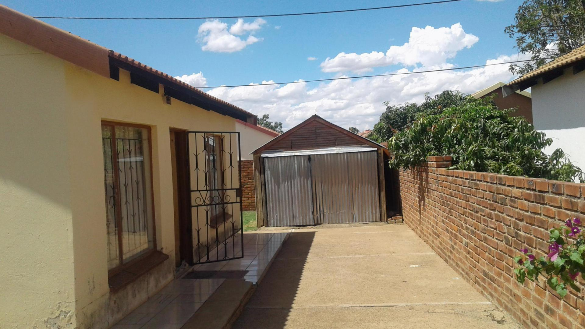 Front View of property in Lethlabile