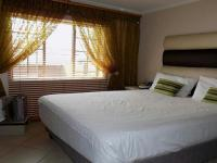 Main Bedroom - 12 square meters of property in Mooikloof