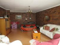 Lounges - 31 square meters of property in Sunward park