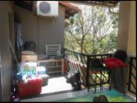 Balcony - 13 square meters of property in Fourways