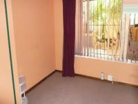 Bed Room 1 - 12 square meters of property in Sinoville
