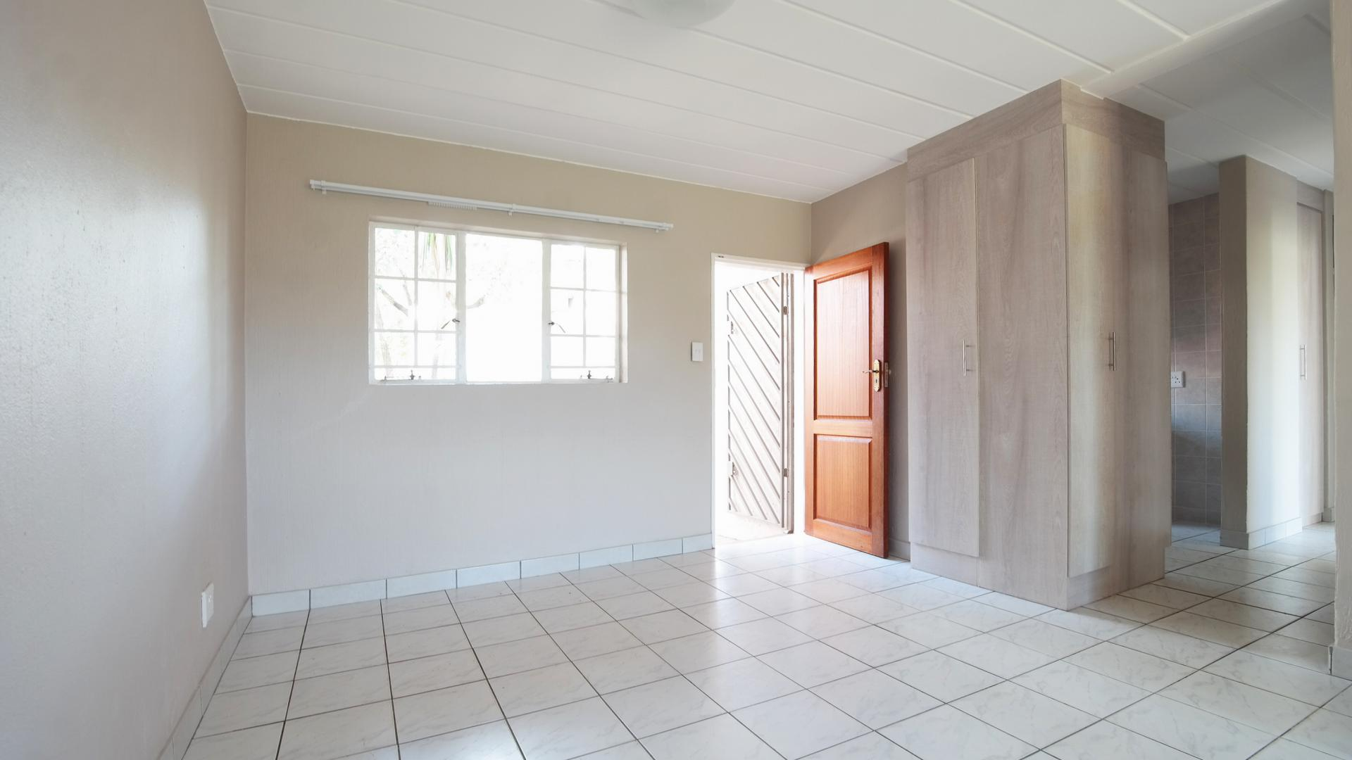 Dining Room - 9 square meters of property in Garsfontein