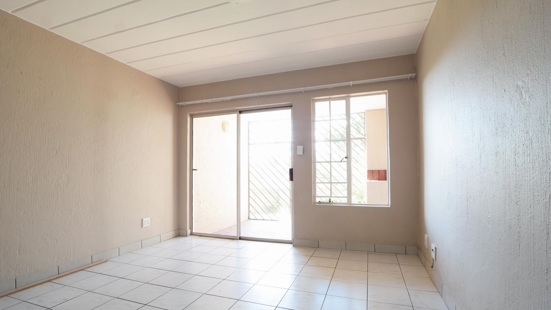 Lounges - 18 square meters of property in Garsfontein