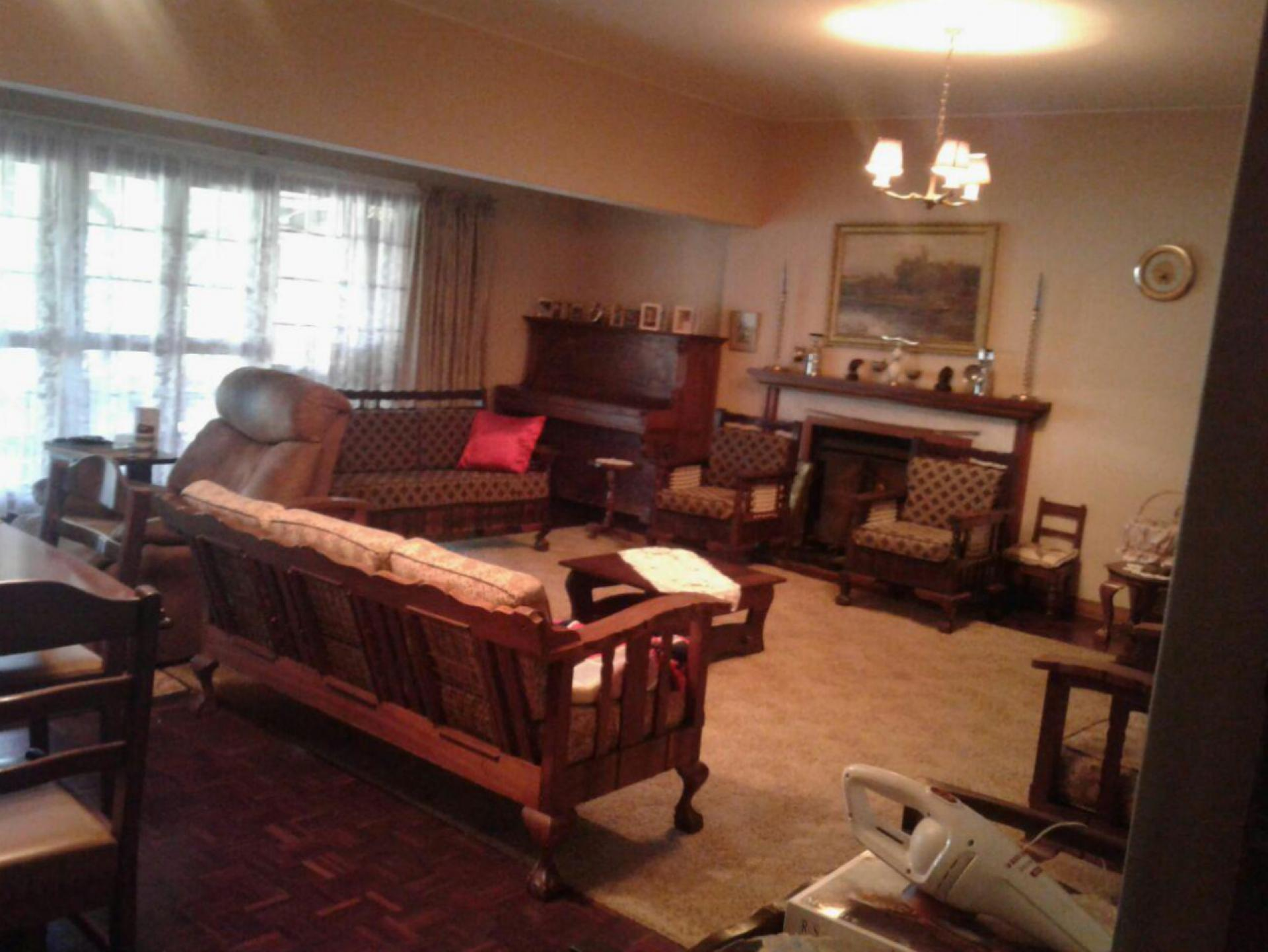Lounges - 143 square meters of property in Ladysmith