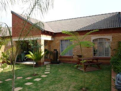 2 Bedroom Simplex For Sale in Equestria - Home Sell - MR15208