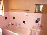 Main Bathroom - 5 square meters of property in Windsor Park - CPT