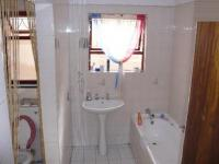 Bathroom 1 - 8 square meters of property in Windsor Park - CPT