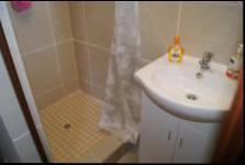 Bathroom 2 - 3 square meters of property in Margate