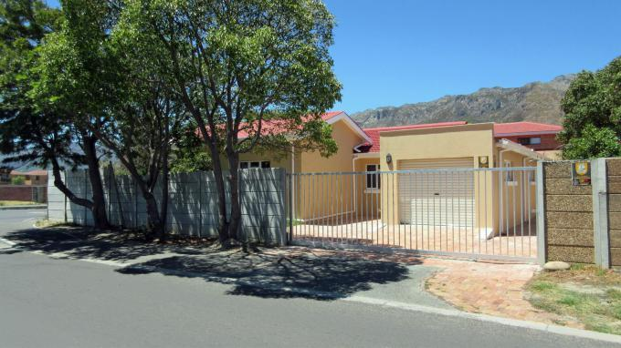 3 Bedroom House for Sale For Sale in Gordons Bay - Home Sell - MR152509