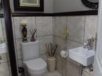 Guest Toilet - 3 square meters of property in Boschdal