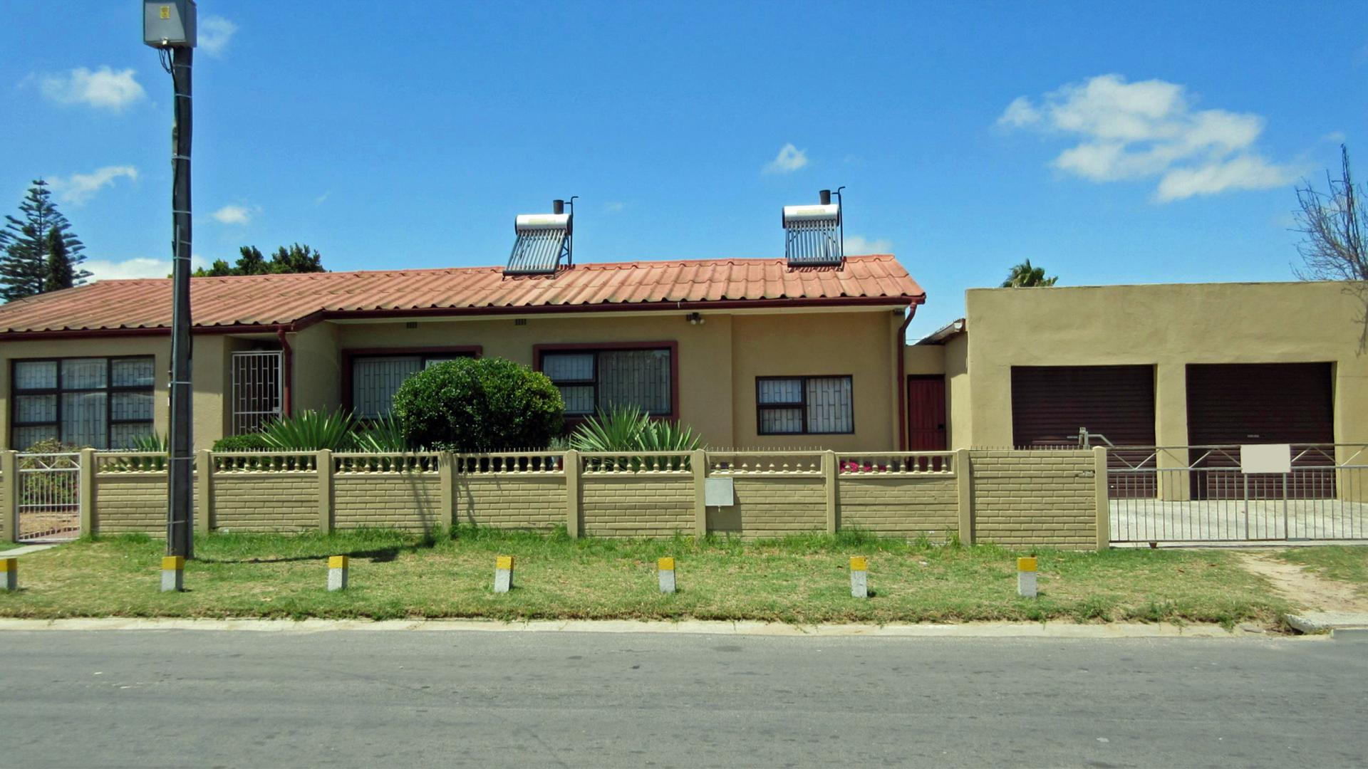 Front View of property in Kraaifontein