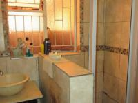 Main Bathroom - 5 square meters of property in Kraaifontein