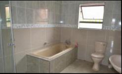 Bathroom 2 - 8 square meters of property in Middelburg - MP