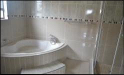 Bathroom 1 - 9 square meters of property in Middelburg - MP