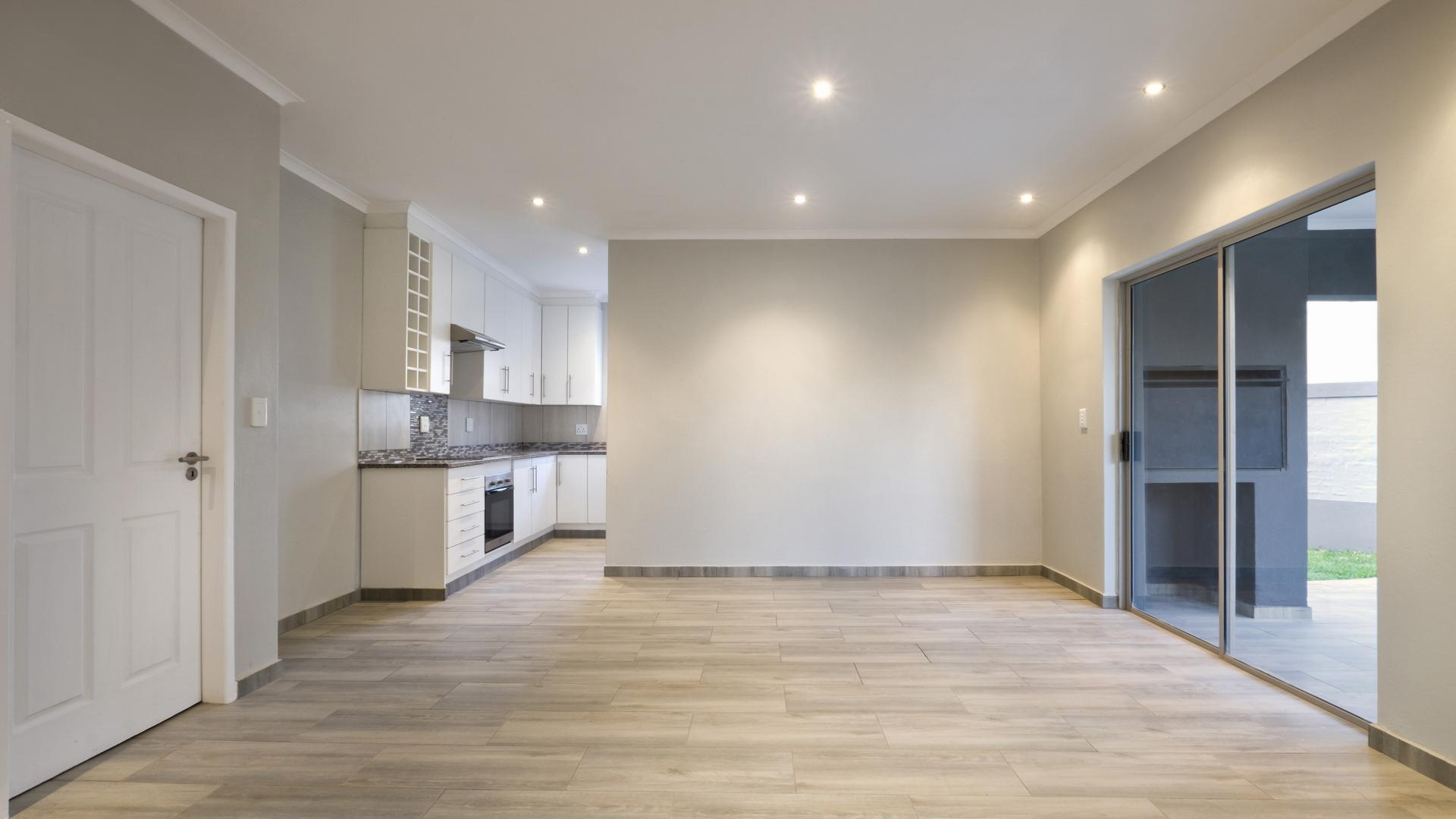 Dining Room - 28 square meters of property in Heron Hill Estate