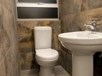 Guest Toilet - 4 square meters of property in Heron Hill Estate