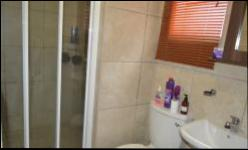 Bathroom 1 - 5 square meters of property in Andeon