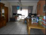 Dining Room - 69 square meters of property in Helderkruin